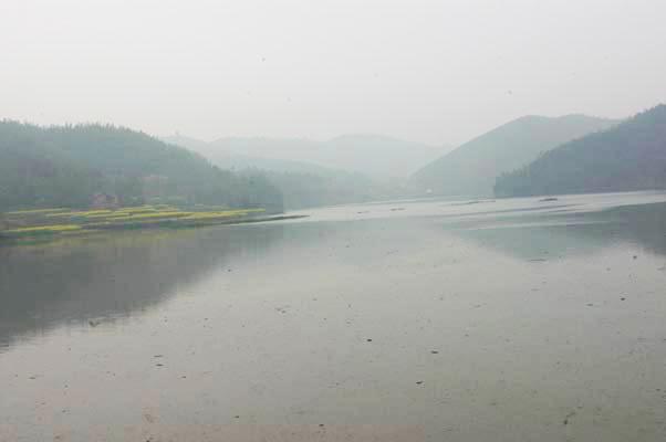 牛形山水庫(織女湖)位於佛國寺山腳下。居民說,從這水庫以上都是佛國寺的寺產。