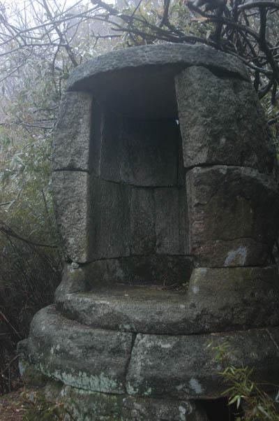 找到一個人工石洞「清風蓬」,但與道安長老年譜所述不符。但,亦可見當時住山洞修行風氣之盛。