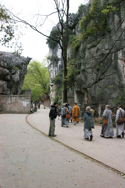 桂林祝聖寺築於巖壁之中