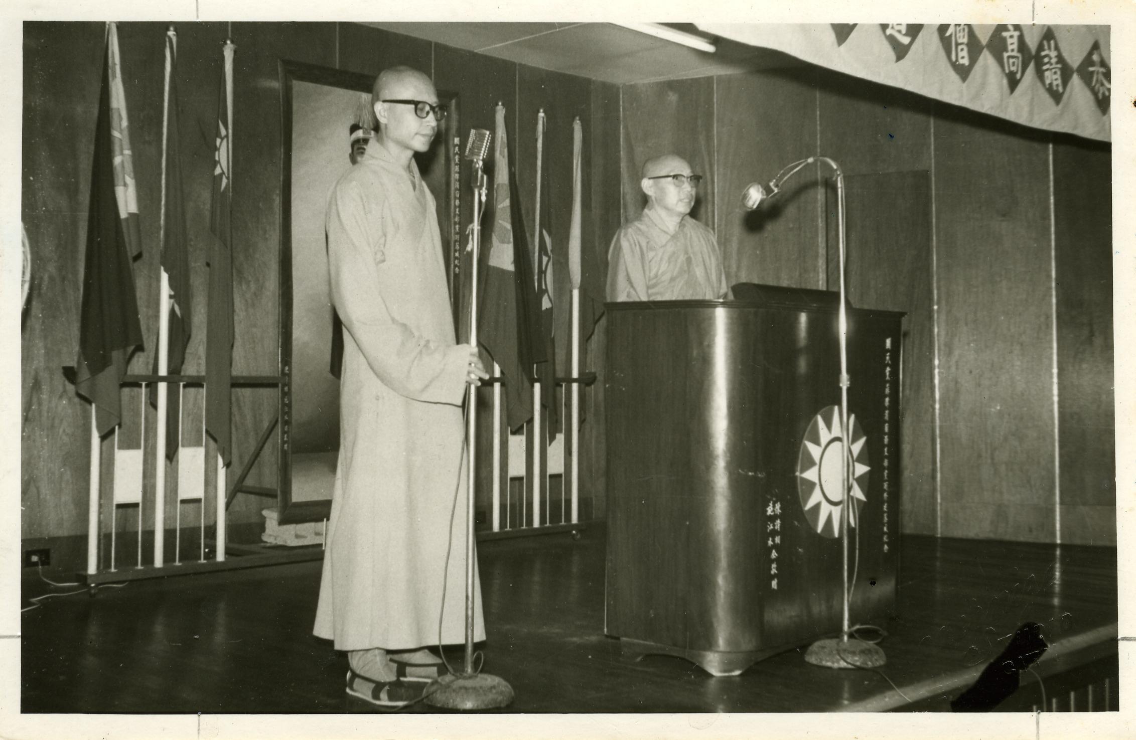 拍攝日期:1970年 提供者:靈根法師 說明:應瑞今長老之請,訪菲律賓,廣開法筵,並為慈航中學經費籌募。